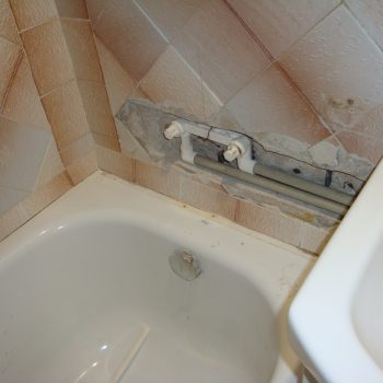 Монтаж ванны + прокладка сантех коммуникаций